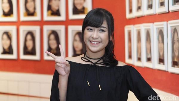 Muka Dua Angel JKT48 di Sekolah dan Teater
