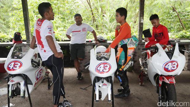 M. Fadli saat mengajar di 43 Racing School