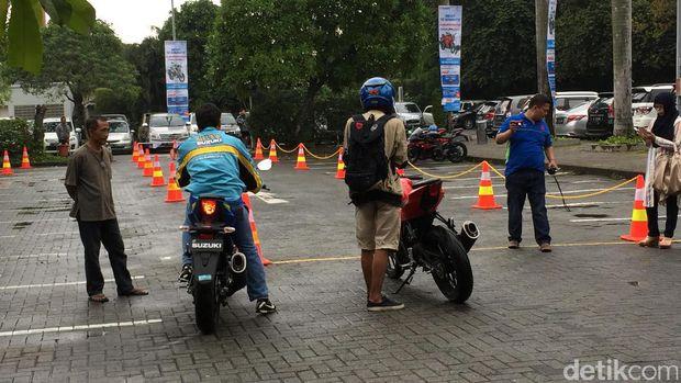 Pengunjung mal Cilandak bisa ikutan test ride di parkiran mal