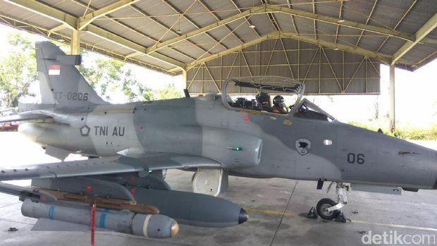 Pesawat Hawk latihan tempur di Aceh