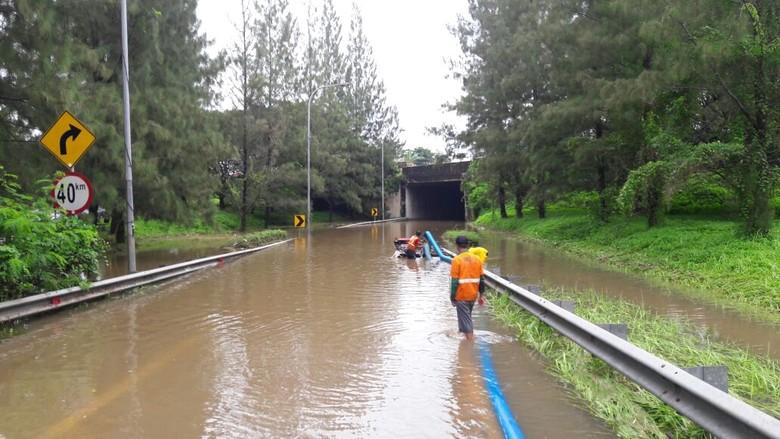 Tunnel Tol Cikunir Diperkirakan Kembali Normal Pukul 21.00 WIB