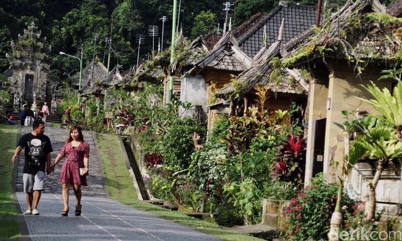 Desa Penglipuran berada di Kabupaten Bangli, Bali. Desa ini disebut sebagai desa terbersih di Indonesia, sekaligus destinasi yang wajib didatangi saat berada di Pulau Dewata (Dikhy Sasra/detikTravel)