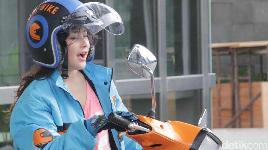 Prilly Latuconsina Mendadak Jadi Biker