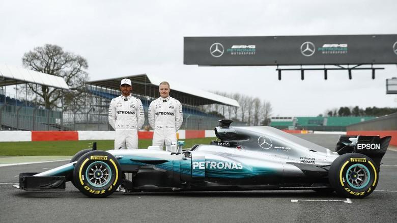 Mercedes Luncurkan Mobil Baru untuk F1 2017