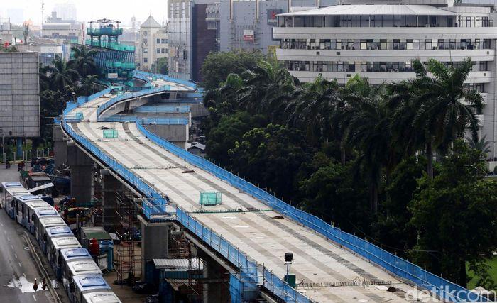 Penampakan terkini proyek Mass Rapid Transit (MRT) di Jalan Panglima Polim, Jakarta, Senin (27/2/2017).