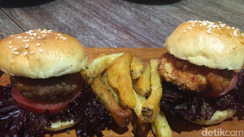 Kafe di Bandung Ini Punya Omelette Platter dan Mini Burger yang Sedap