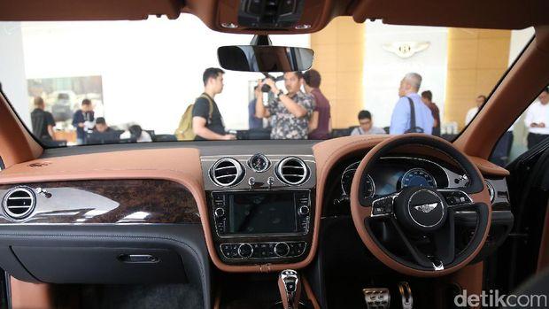 Interior mobil seharga mulai Rp 10 miliar