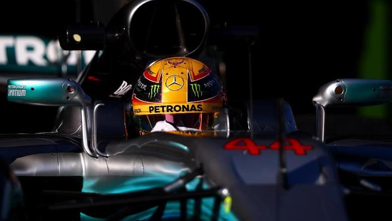 Hamilton: Mobil Mercedes Terlihat 1.000 Kali Lebih Baik daripada Milik Tim-Tim Lain