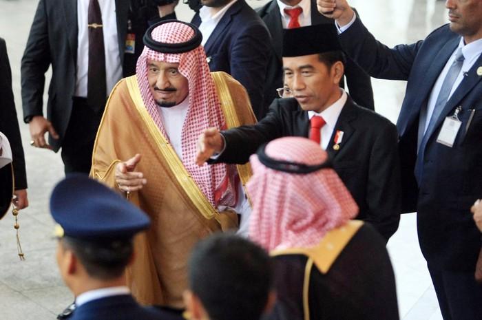Raja Salman disambut Presiden Jokowi di Istana Bogor (Foto: Pool/Panca Syurkani MI)