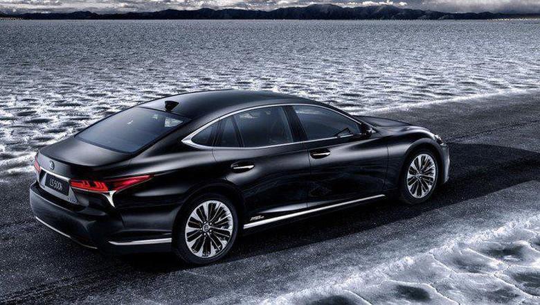 Lexus Kenalkan Versi Terbaru LS 500 Hybrid