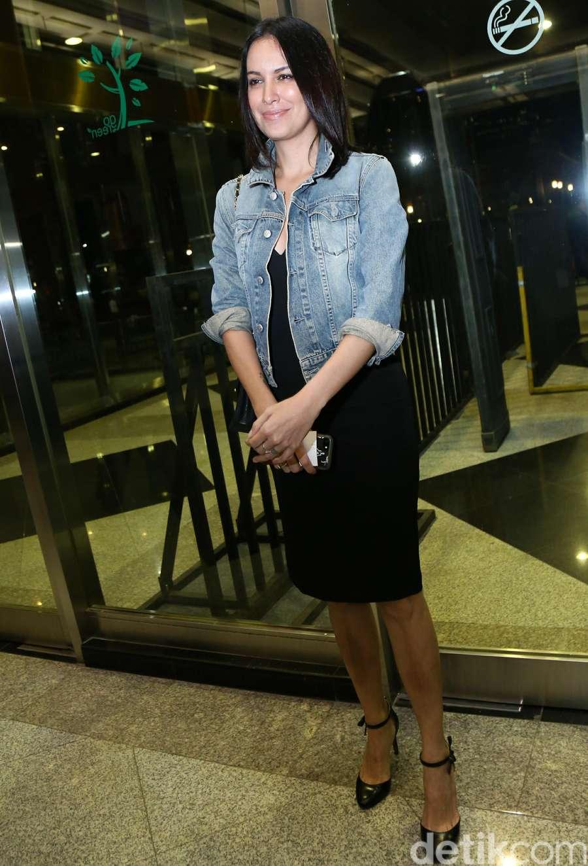 Seksinya Sophia Latjuba di Konser BCL