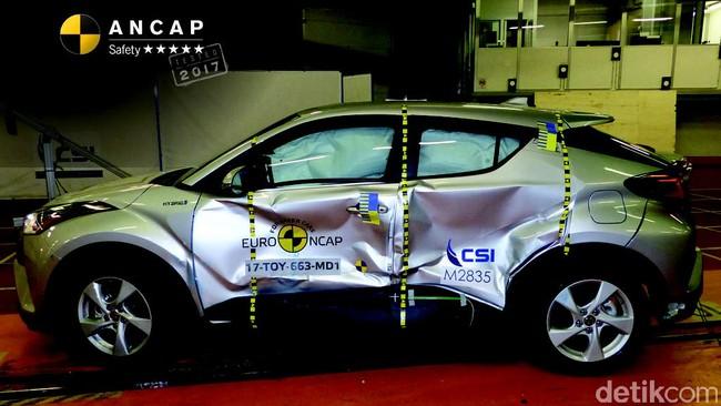 Mengintip Proses Uji Tabrak Sebuah Mobil