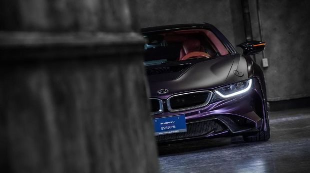 BMW i8 Ala FIlm 'The Dark Knight'