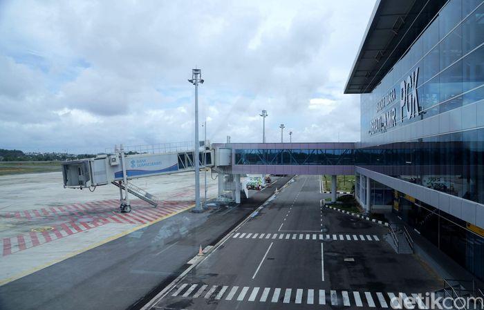 Bangunan terminal baru yang tampak baru dan bersih itu berdiri di atas lahan 12 ribu meter persegi dari total luas lahan sekitar 152 hektar.