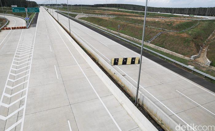 Di paket II ini, lampu penerangan hingga beberapa penunjuk jalan juga telah terpasang. Total ruas jalan pada paket II yang sudah bisa dilalui kendaraan, kurang lebih mencapai 9 km.