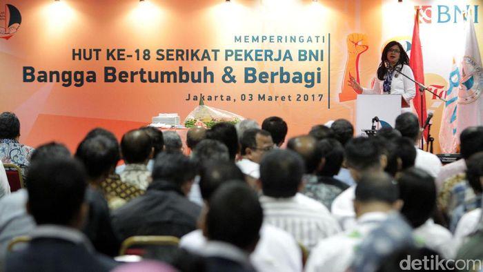 Ketua Umum Serikat Pekerja BNI Bety Ismawati Kulsum memberikan paparannya pada acara perayaan HUT ke 18 Serikat Pekerja BNI di Jakarta, Jumat (3/3/2017) malam.