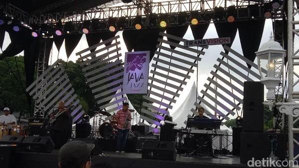 Penampilan Prima Fariz RM di BNI Java Jazz 2017