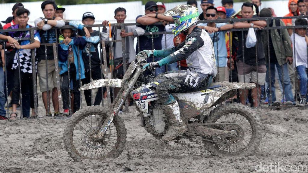 Penonton Padati Arena Indo MXGP