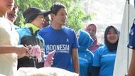 Bareng Istri, Sandiaga Lihat Bazar OK OCE di Kebayoran Baru