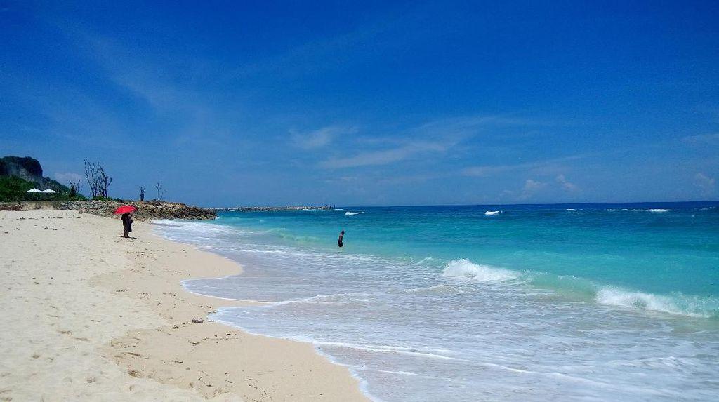 Ini Nih Pantai Melasti yang Menawan di Bali