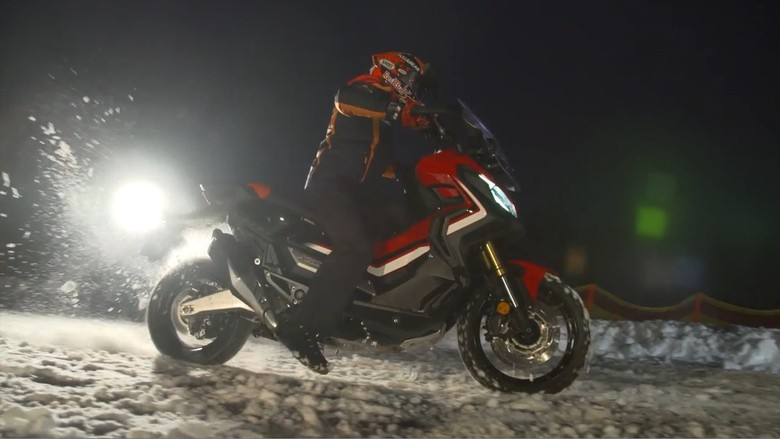 Aksi Marquez di Atas Salju Bersama Skuter Petualang Honda X-ADV