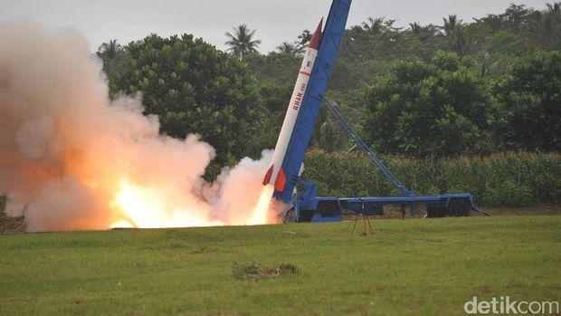 Roket buatan PT Dahana