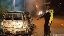 Mobil Terbakar di Jalan Raya Puncak, Pengemudi Tewas