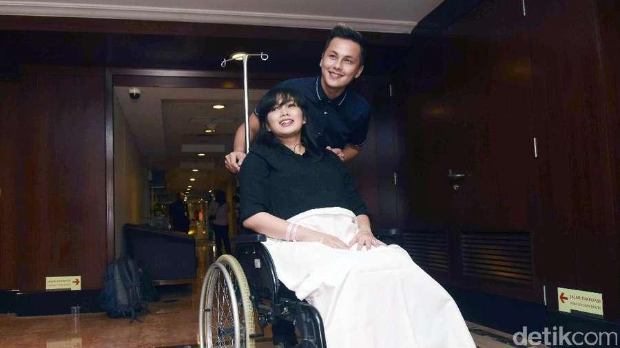 Wajah Bahagia Andhika Pratama dan Ussy Bersama Bidadari Kecilnya