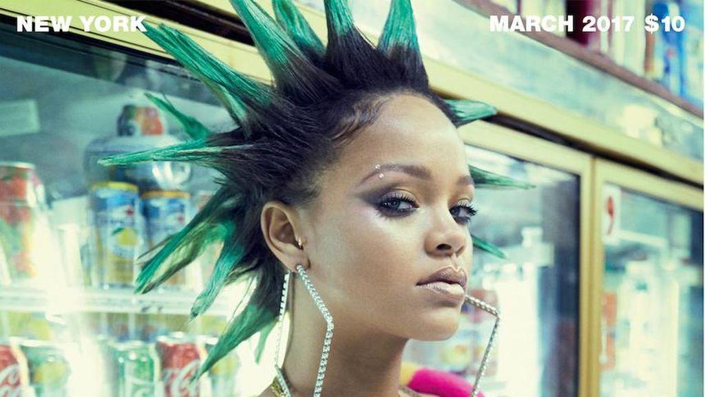 Gaya Baru Rihanna Berambut Mohawk di Cover Majalah Paper