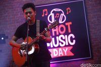 Rendy Pandugo di d'HOT Music Day 2017.