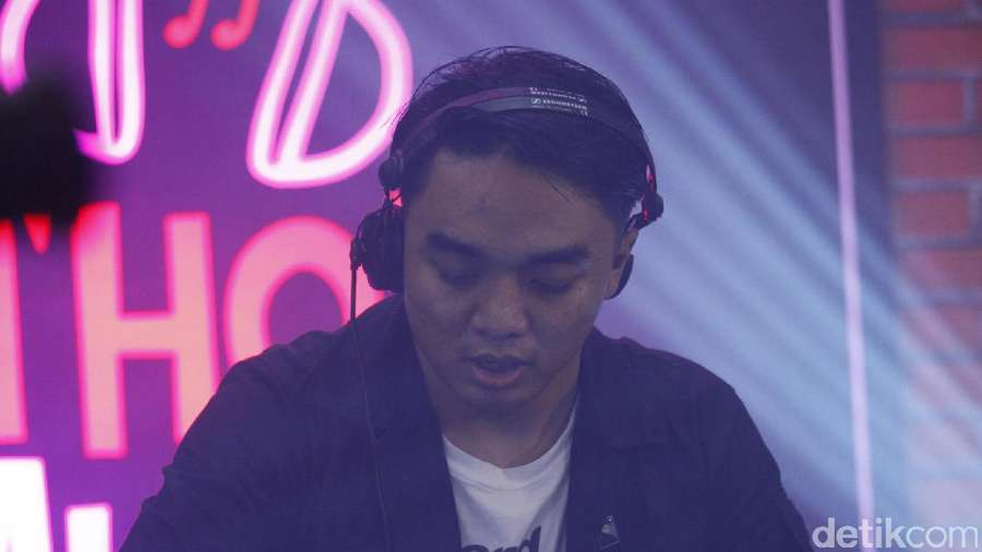 Shake Your Body ! Dipha Barus Tutup dHOT Music Day