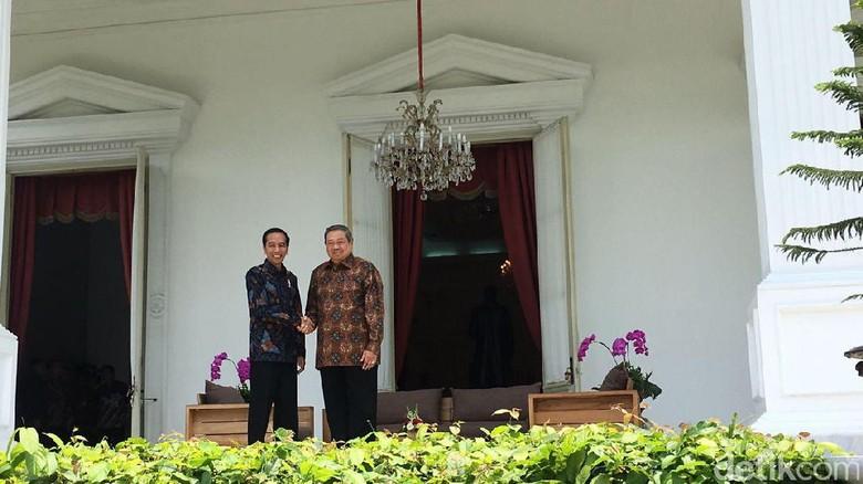 Foto: Salim dan Saling Pandang Jokowi dengan SBY
