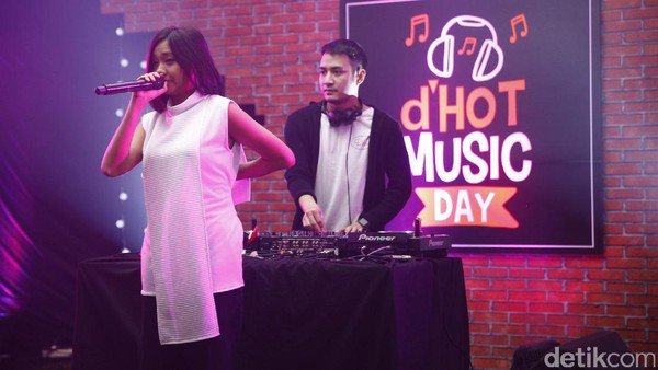 Midnight Quickie Bawakan Single Pertama City Light