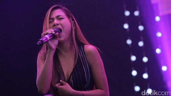 Tanpa Turntable, Nadia Vega Tetap Seksi Bawa Mentari