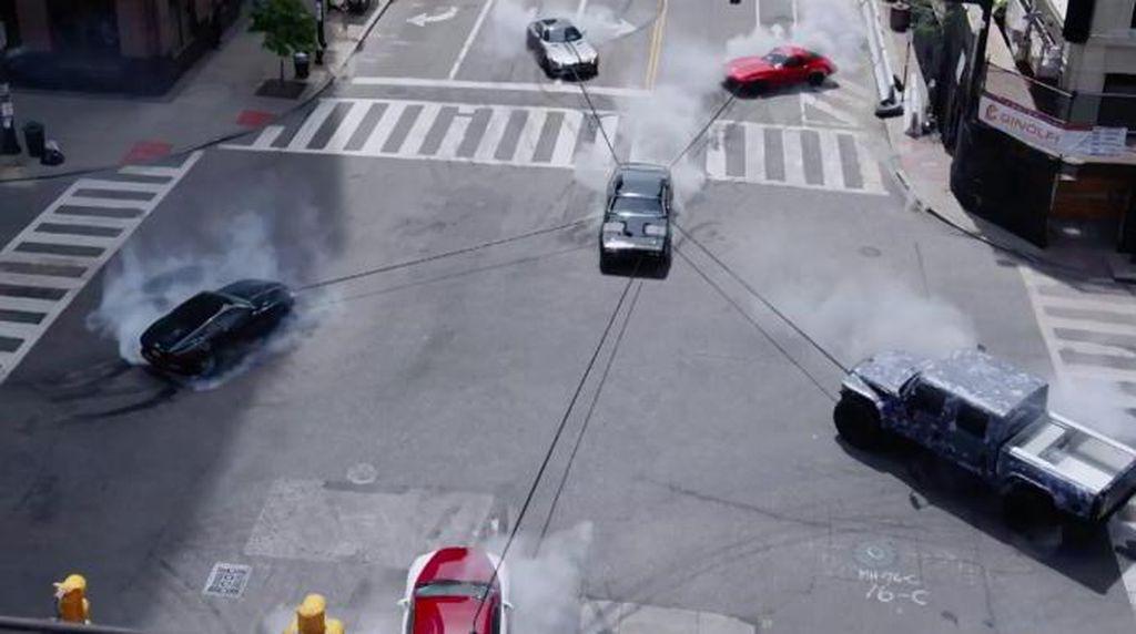 Charlize Theron Jadi Hacker Mobil Canggih di Fast and Furious 8