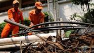 Anies Dapat Laporan Sampah Kabel di Got Balai Kota Ulah Pencuri