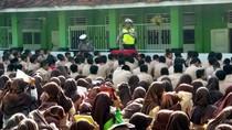 Begini Kampanye Tertib Lalin Ala Stand Up Comedy Polisi Cianjur
