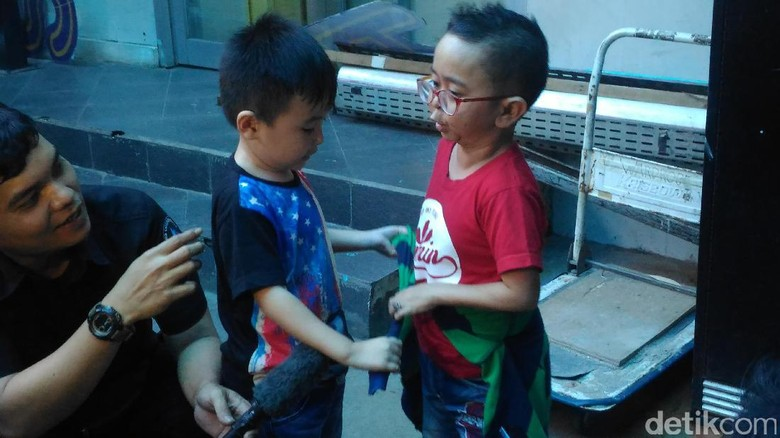Ukuran Tubuh Sama, Daus Mini Sering Pakai Baju Sang Anak