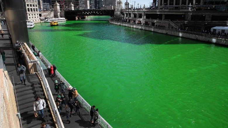 Sungai di Chicago Berubah Menjadi Hijau
