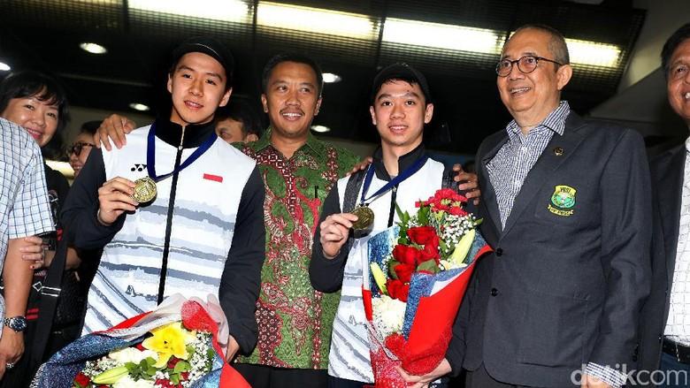 Orang Tua Menyimpan Rapi Trofi dan Medali Kevin Sanjaya