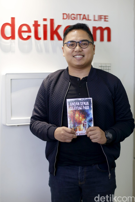 Novel Fahd Pahdepie Angan Senja Senyum Pagi Laris Terjual 4000 Eksemplar