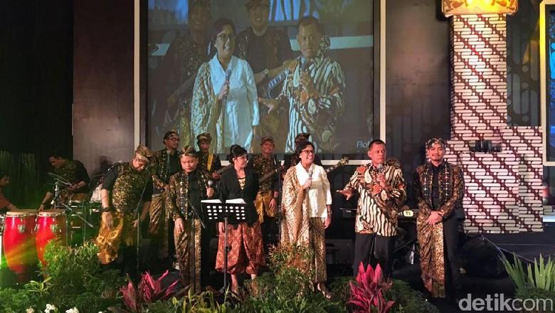 Aksi Sri Mulyani Duet dengan Panglima TNI Nyanyikan Lagu Diana Ross