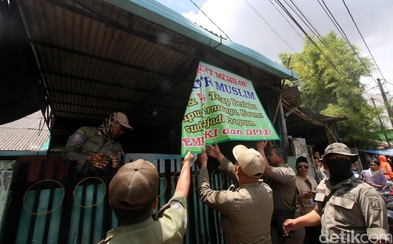 Satpol PP Apresiasi Pengurus Masjid yang Turunkan Spanduk Provokatif