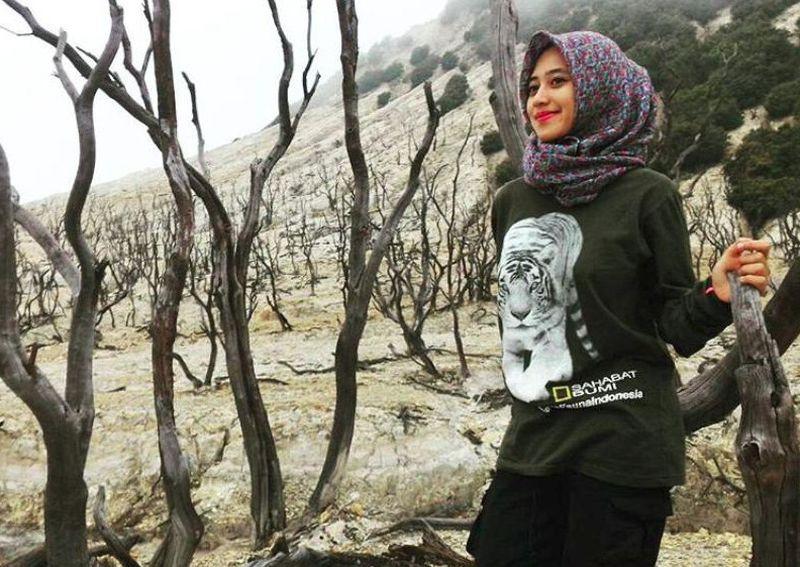 Wanita berhijab kelahiran Cianjur ini tinggal di Bandung. Mengenai hobi naik gunung ia bercerita dan bagaimana menjaga penampilan stylish namun tetap aman buat mendaki (siska_kusmayanti/Instagram)