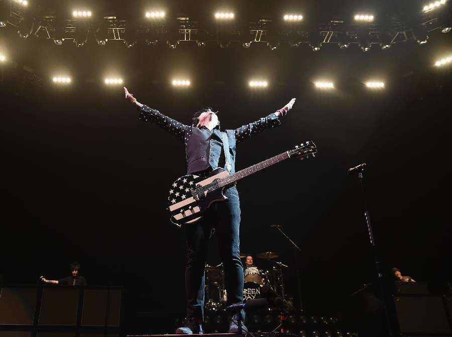 Penampilan Panas Green Day di Brooklyn