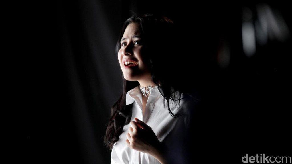 Prilly Latuconsina, Bintang yang Pernah Dipandang Sebelah Mata