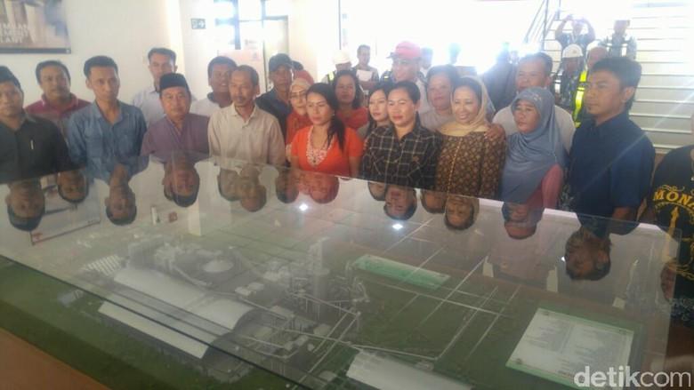 Warga Rembang Curhat ke Rini Soal Penolakan Pabrik Semen