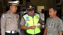 Razia Lalu Lintas, Polisi Trenggalek Temukan SIM Palsu