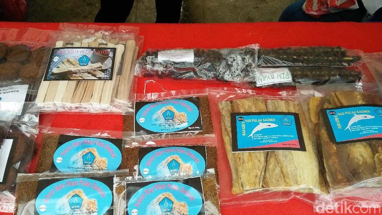 Berbagai produk olahan laut yang jadi oleh-oleh (Bonauli/detikTravel)