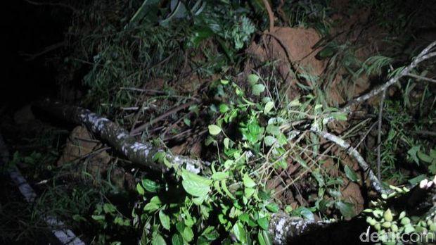 Longsoran tanah di Kecamatan Cisewu